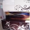 Кухня с крашенными фасадами с рисунком