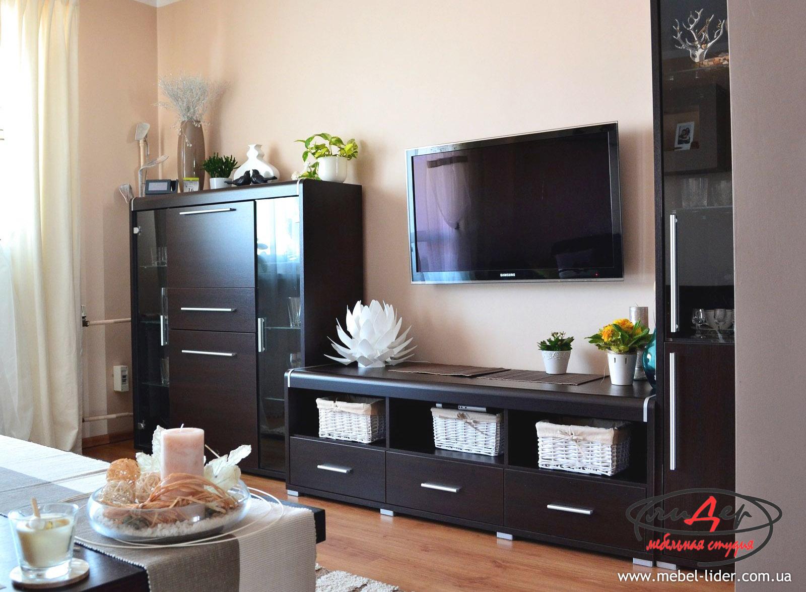 для гостиной в Луганске: горки, стенки